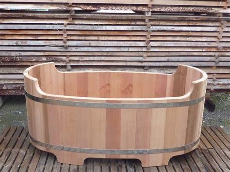 baignoire en bois fabriqu 233 e en o biozz