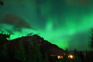 mt lights file northern lights the mountain jpg wikimedia commons