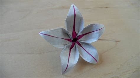 Origami Lilly - easy origami