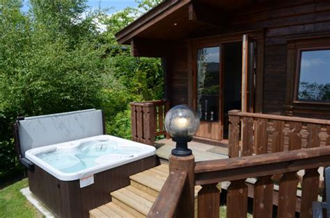 Log Cabins In York With Tubs by Lodges Oakwood Lodge Park Self Catering Log Cabins