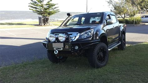 isuzu dmax lifted outback accessories x rox bar isuzu d max 06 2012