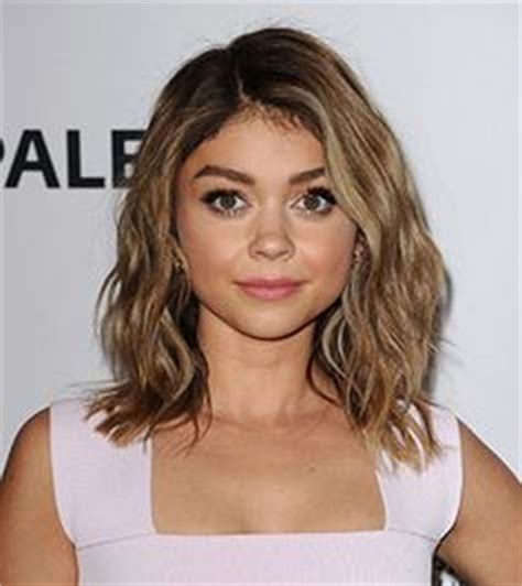 news video sarah hyland debuts lob haircut at paleyfest it s great for women with straight or wavy hairstyles and