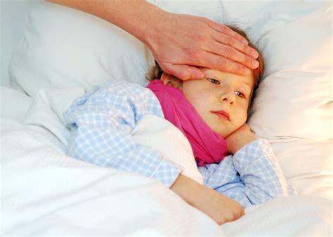 wann haben kinder fieber fieber bei kindern oft geht es ohne medikamente