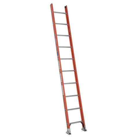werner 10 ft fiberglass d rung ladder with 300