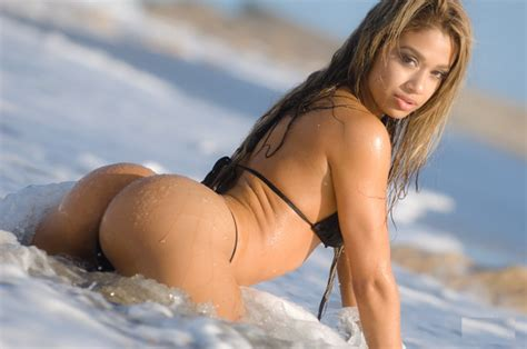 Fitness Chick Brazilian Lais Deleon Informed Meat Eater