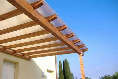 tettoia in plastica realizzare coperture per esterni coprire il tetto come
