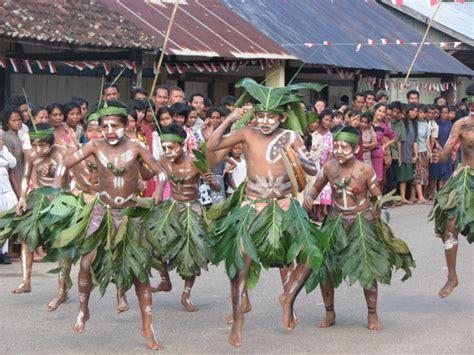 review film laskar pelangi singkat review film laskar pelangi nothing but blog