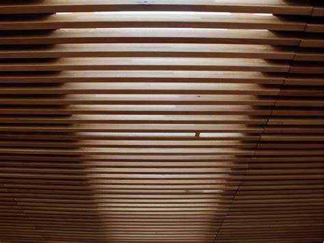 controsoffitti fonoassorbenti pannelli per controsoffitto fonoassorbente in legno nodoo
