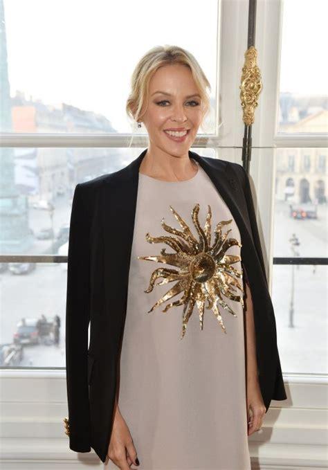 celebrity lounge 23 december 2017 kylie minogue schiaparelli haute couture spring summer