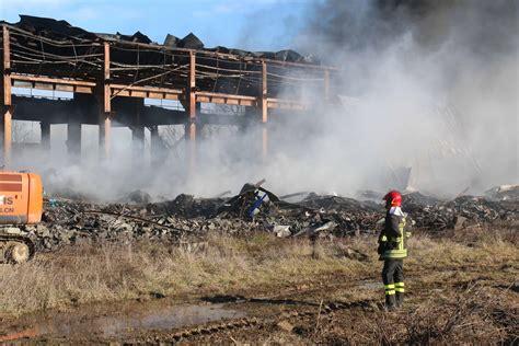 incendio nel capannone livelli di diossina oltre i limiti