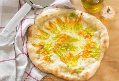 pizza fiori di zucca pizza con mozzarella e fiori di zucca a lunga lievitazione
