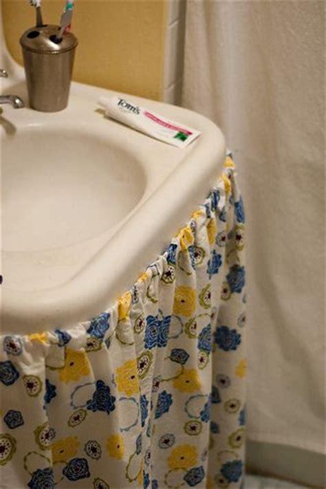 Diy Bathroom Sink Skirt by Bathroom Sink Skirt Diy