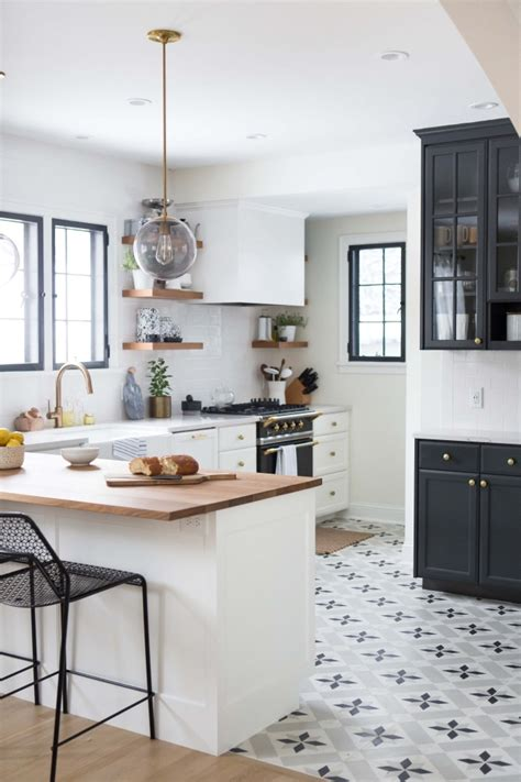cuisine blanc comptoir noir