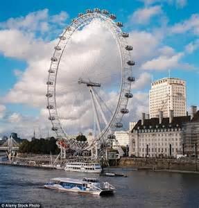 thames clipper london bridge to putney mbna thames clipper sails past london s tourist