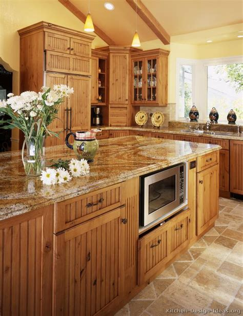 Kitchen Cabinets Mahogany by A Large Country Kitchen With Knotty Alder Cabinets