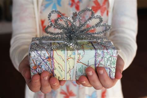 different ways to wrap gifts different ideas to pack gift without a wrapping