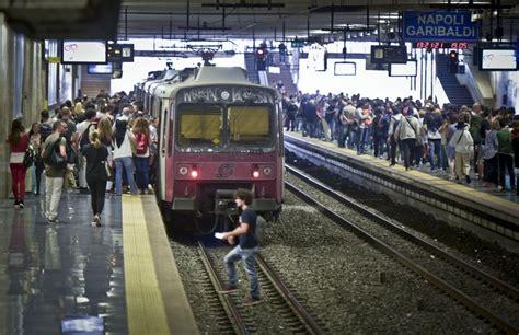 sciopero usb di treni e venerd 236 nero sciopero dei trasporti a napoli fermi treni