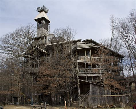 treehouse house insane tree house in tennessee