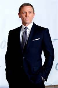 what color shirt with black suit daniel craig in a midnight blue suit what more needs to