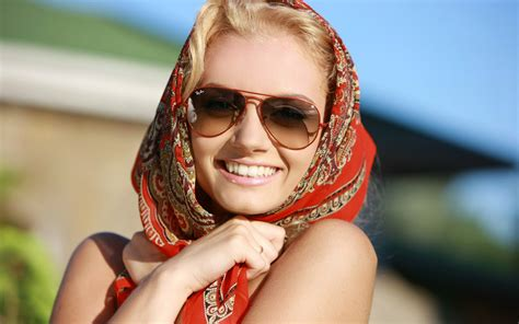 woman wearing ray ban sunglasses 30 stylish and elegant womens sunglasses style arena