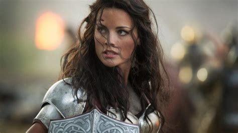 jaimie alexander confirms thor 3 and that s she s thor ragnarok nathalie portman ne sera pas dans le film