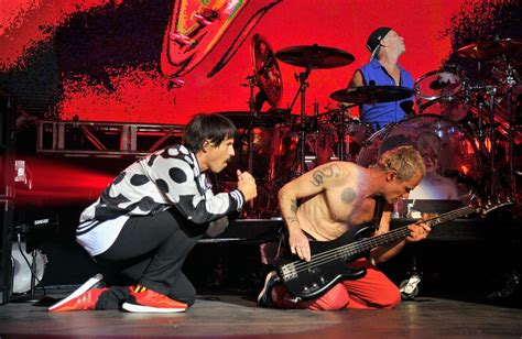 imagenes red hot chili pepers rabbia red hot chili peppers quot sul palco come a vent anni quot