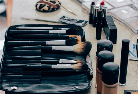makeup artists professional master collection 28 piece most popular beauty gurus on youtube that will inspire you
