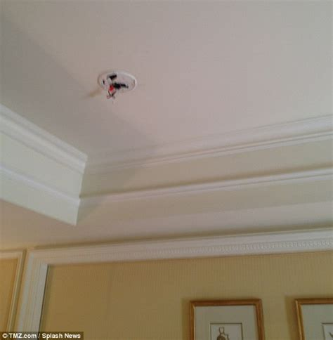 where to put smoke detector in bedroom image gallery hotel smoke detectors