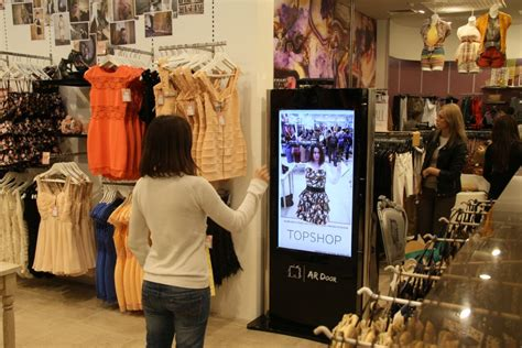 room shopping dressing room uses kinect and augmented reality makes shopping even easier