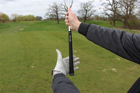 proper golf grip and swing page 2 correct golf grip pressure golfmagic
