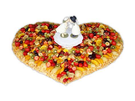 Hochzeitstorte Obst Herz by Hochzeitstorten