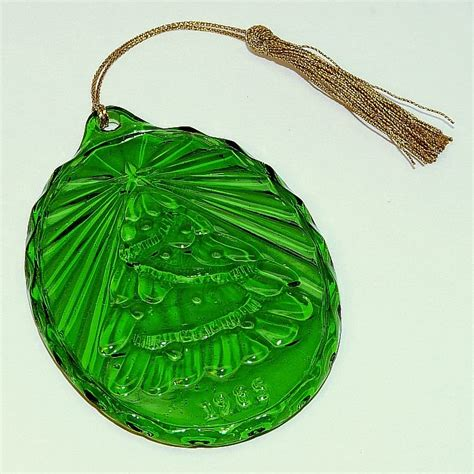 vintage avon fostoria green tree christmas ornament glass 1985