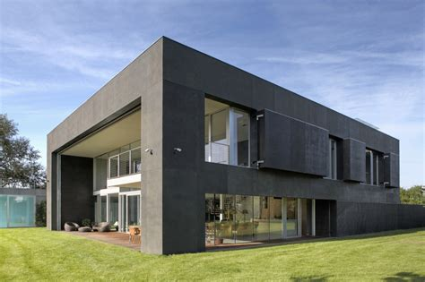 safe house kwk promes archdaily