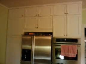 do your kitchen cabinets go all the way to the ceiling