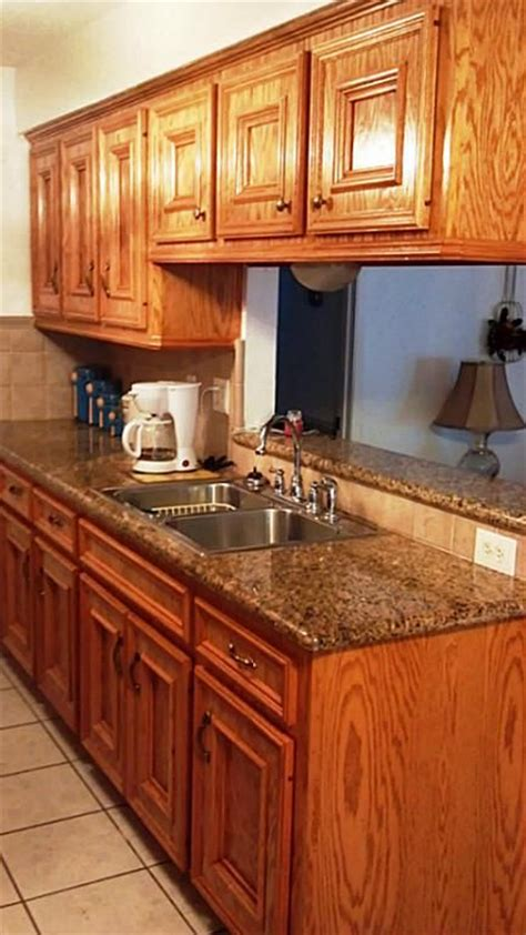 Best Color Countertop For Oak Cabinets by Golden Oak Cabinets Granite Countertops Granite Counters