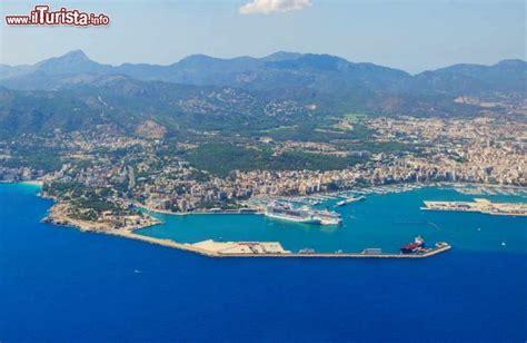 porto palma di maiorca il porto e la citta di palma di maiorca isole foto