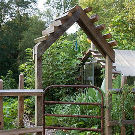 Garden Arbor And Fence Heirloom Vegetable Garden Southern Living
