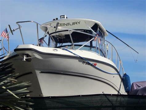 century boats walkaround 2004 used century 3200 walkaround boat for sale 79 000