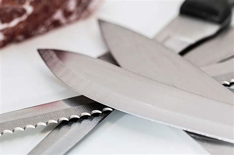 what kitchen knives do i need what types of kitchen knives do you need on the sharp side