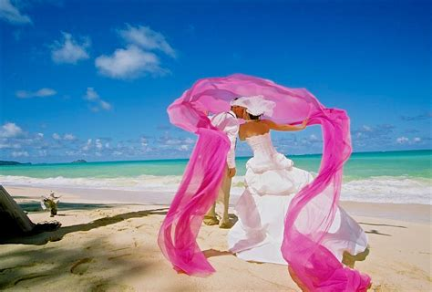 Beach Her Colors Were Pink Lots Of Pink With Her Love Of The Beach | melissa joey brackin hawaii beach weddings