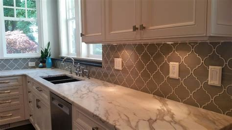 arabesque glass mosaic tile backsplash traditional