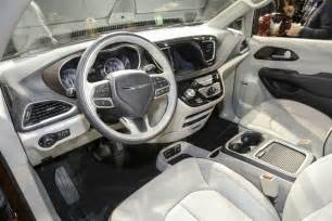 Chrysler Pacifia 2016 Chrysler Pacifica Interior Pictures To Pin On