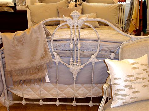 Finding The Perfect Antique Iron Beds Classic Creeps Beds For Sale By Owner