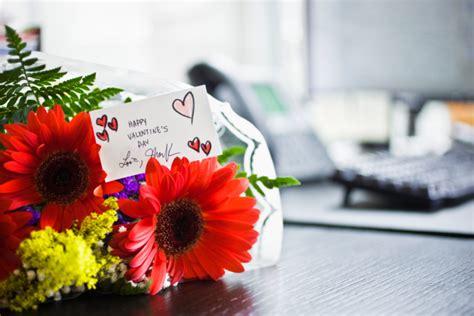 mazzo di fiori per san valentino san valentino i fiori da regalare a lui foto pollicegreen
