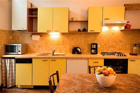 cuisine proven軋le jaune meuble de cuisine jaune