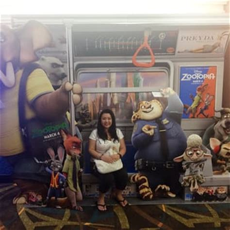 cineplex zootopia showtimes regal cinemas dole cannery 18 imax rpx 324 photos