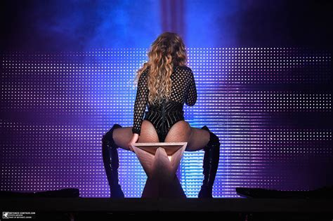 Beyonce In A by Beyonc 233 S 8 Looks At The Made In America Concert The