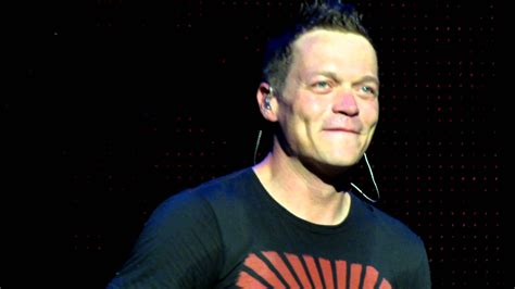 three lead singer brad arnold lead singer of 3 doors thanking crowd in detroit michigan