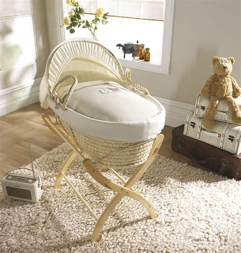 Moses Basket I Like This Instead Of The Bassinet A Moses Moving Baby From Moses Basket To Crib