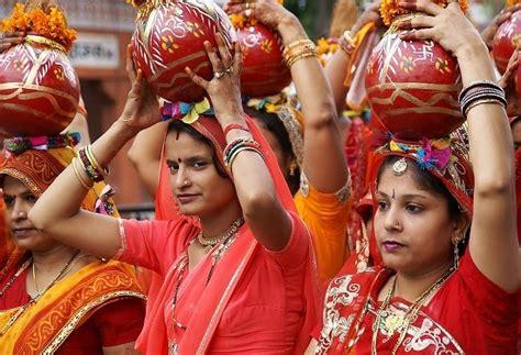 teej festival jaipur rajasthan india   festival packages hotels travelwhistle